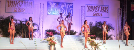 Miss SVG 2013 contestants in swimwear.